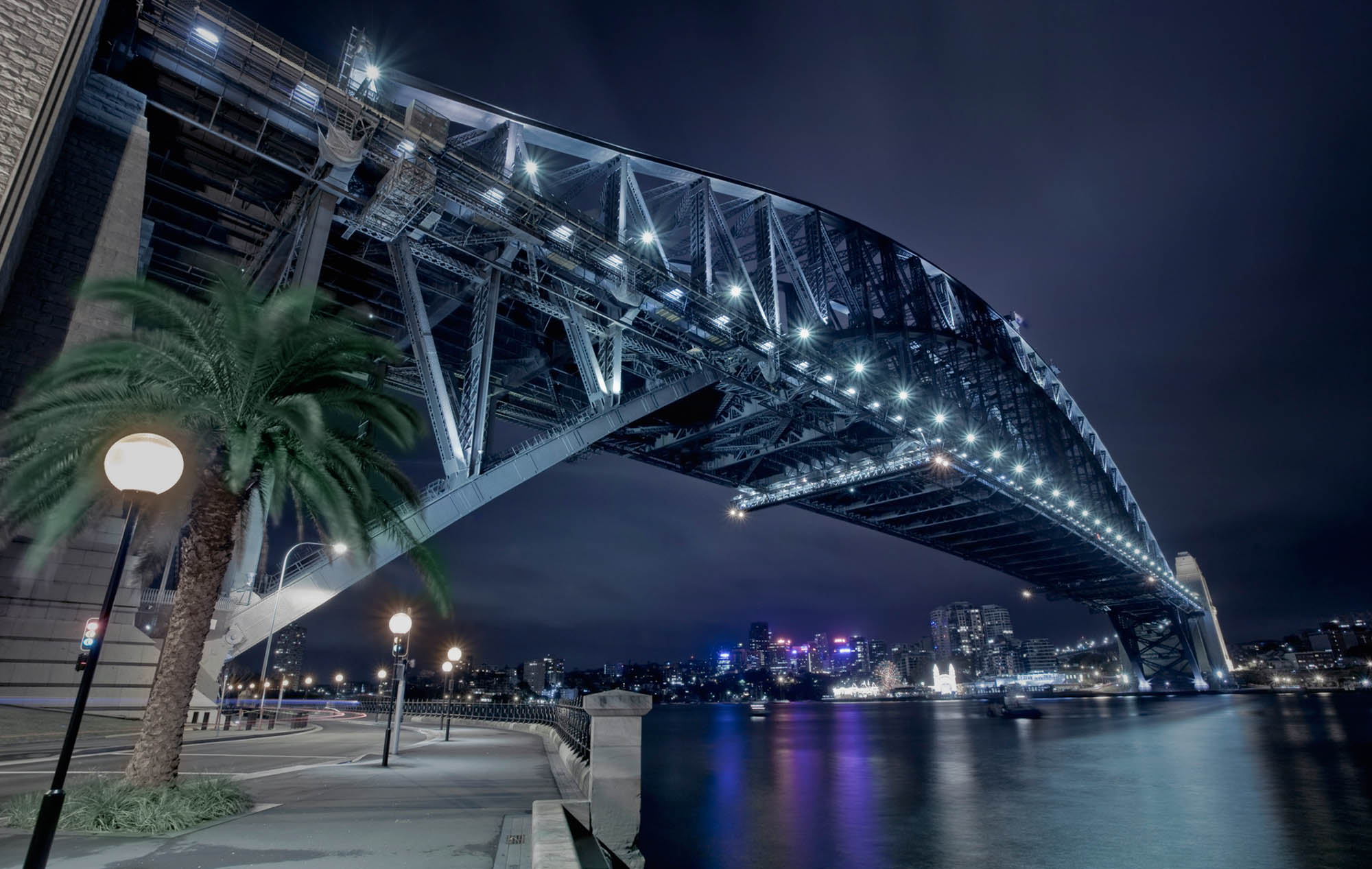 Rev_sydney_bridge